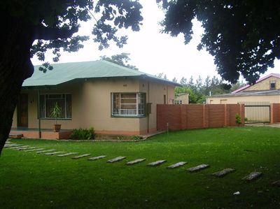 Property and Houses for sale in Viljoenskroon, House, 3 Bedrooms - ZAR 435,000