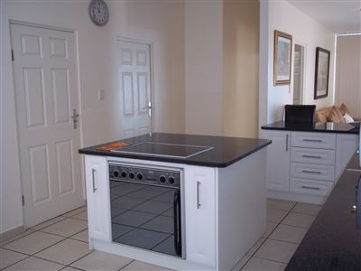 Yzerfontein property for sale. Ref No: 13436590. Picture no 12