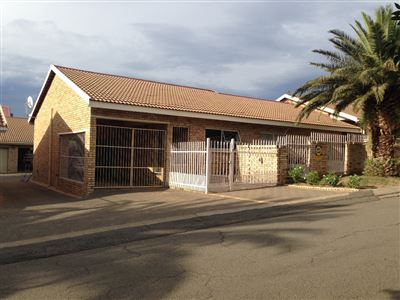 Bloemfontein, Pentagon Park Property  | Houses For Sale Pentagon Park, Pentagon Park, Townhouse 4 bedrooms property for sale Price:1,249,000