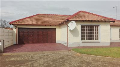Property and Houses for sale in Chantelle, Townhouse, 3 Bedrooms - ZAR 895,000