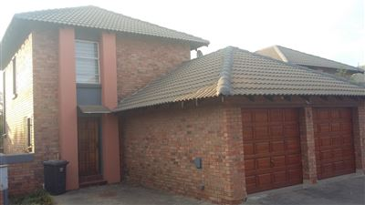 Property and Houses for sale in Heuwelsig Estate, Townhouse, 3 Bedrooms - ZAR 1,300,000