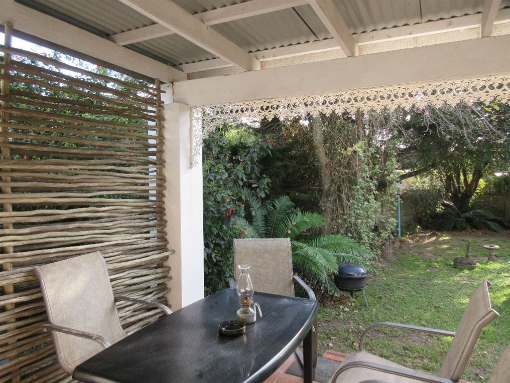 Each cottage has it's own under-cover private patio leading onto the well-tended gardens and swimming pool