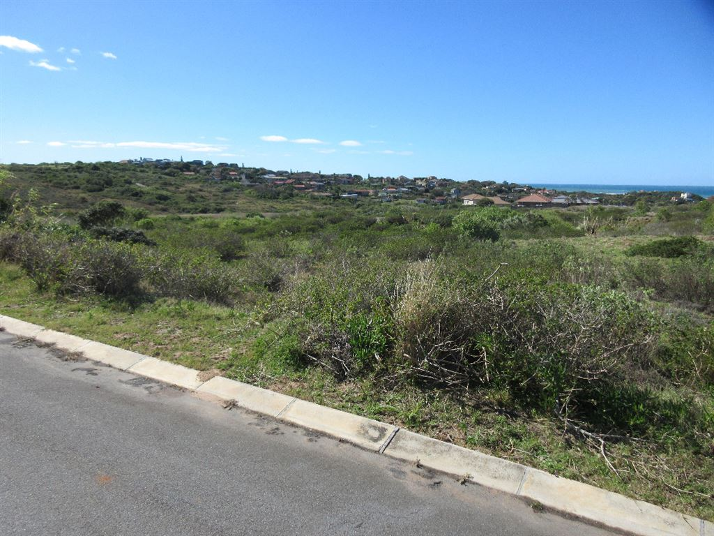 Vacant land with sea views in Emerald Heights