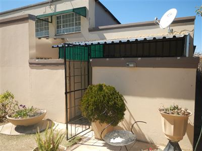 Property and Houses for sale in Vredefort, Townhouse, 2 Bedrooms - ZAR 432,000