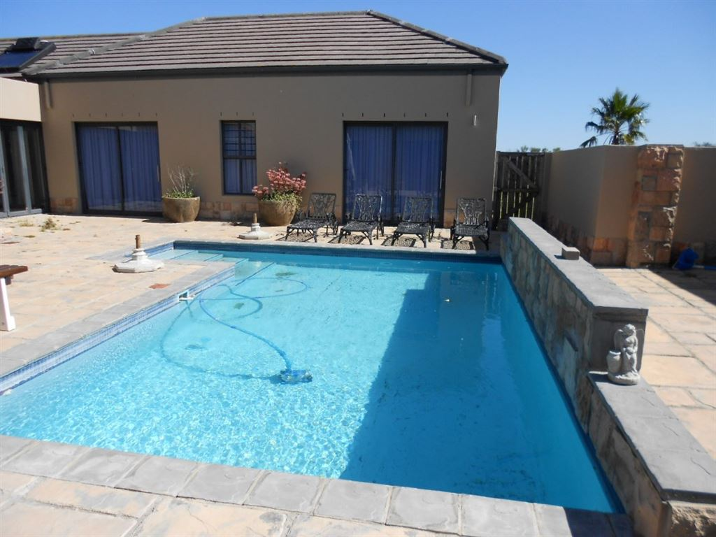 Nice swimming pool for hot summer days.