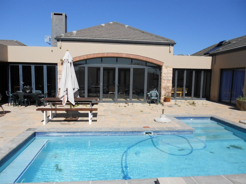 Outdoor entertaining area next to the swimming pool.