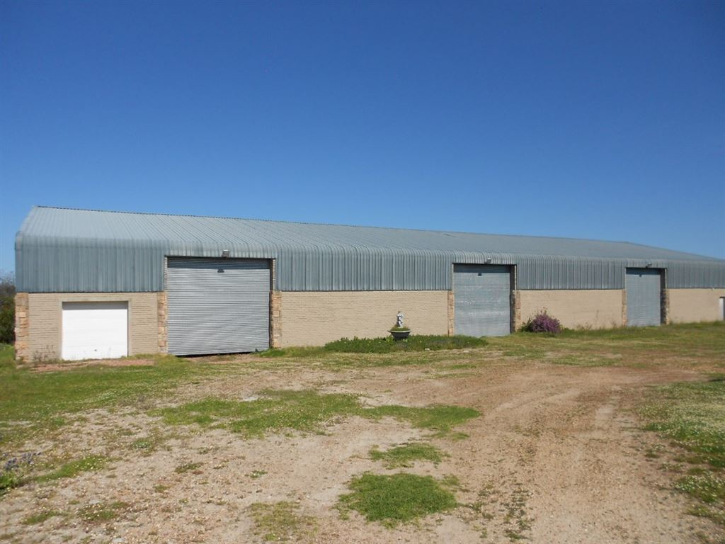 Use storage for the farmer , or for functions , like weddings since it is near to Yzerfontein .