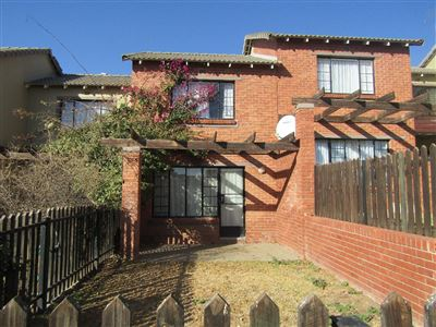 Bloemfontein, Bayswater Property  | Houses For Sale Bayswater, Bayswater, Townhouse 2 bedrooms property for sale Price:659,000
