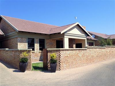 Bloemfontein, Lilyvale Property    Houses For Sale Lilyvale, Lilyvale, Townhouse 3 bedrooms property for sale Price:1,550,000