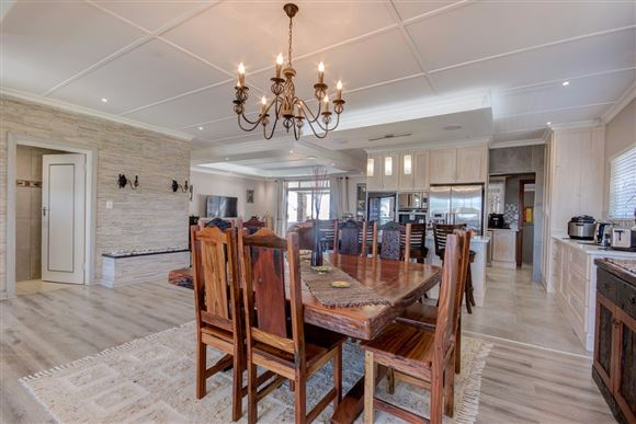 Stunning Five Bedroom Home on the West Bank of Port Alfred