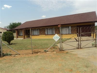 Property and Houses for sale in Viljoenskroon, House, 3 Bedrooms - ZAR 550,000