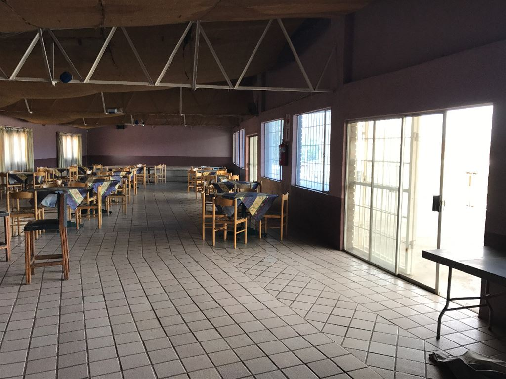 Open Plan Pub/Restaurant lead out to viewing balcony overlooking the Race Track.