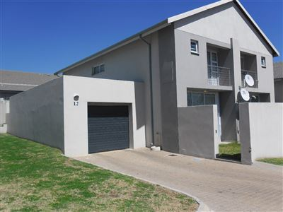 Property and Houses for sale in Die Heuwel And Ext, Townhouse, 3 Bedrooms - ZAR 895,000