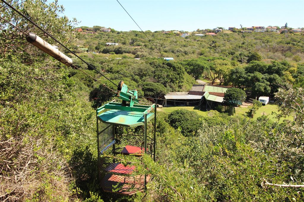 Cable car access to the lodge on the top of the dune