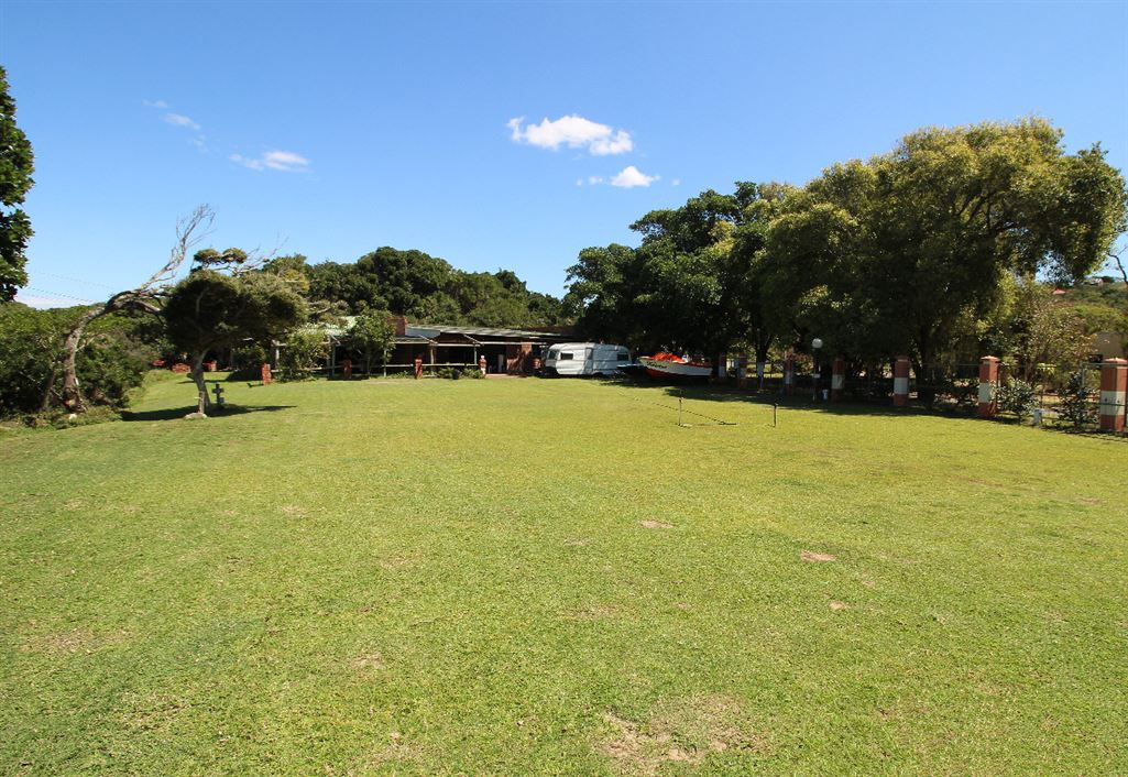 Open camping area between Single units and garages