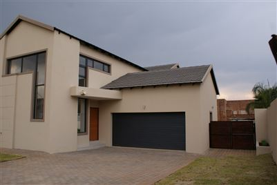 Property and Houses for sale in Raslouw Glen, House, 4 Bedrooms - ZAR 3,290,000