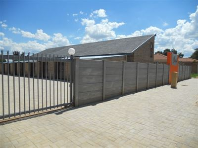 Property and Houses to rent in Klerksdorp (All), Apartment, 1 Bedrooms - ZAR ,  3,00*,M