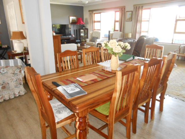 Spacious Open Plan Lounge Dining Room Tv Kitchen