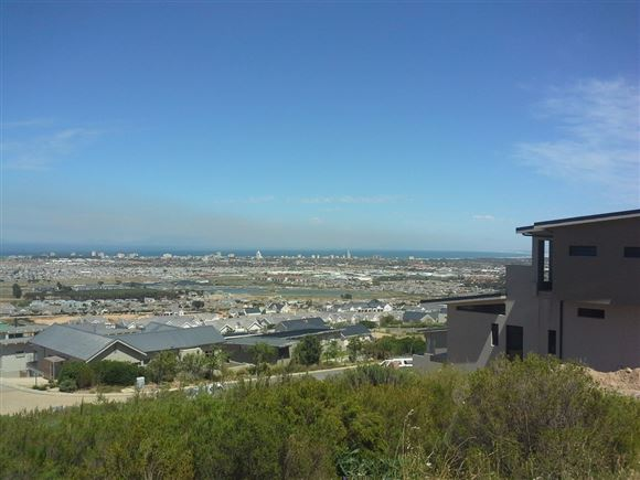 Spectacular views. Build your dream home in Somerset West!