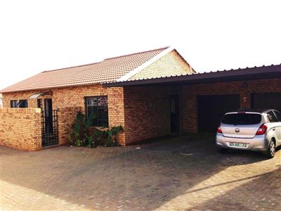 Bloemfontein, Lilyvale Property    Houses For Sale Lilyvale, Lilyvale, Townhouse 2 bedrooms property for sale Price:1,352,000