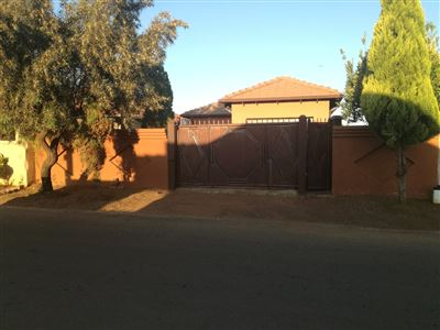 Property and Houses for sale in Soshanguve, House, 3 Bedrooms - ZAR 650,000
