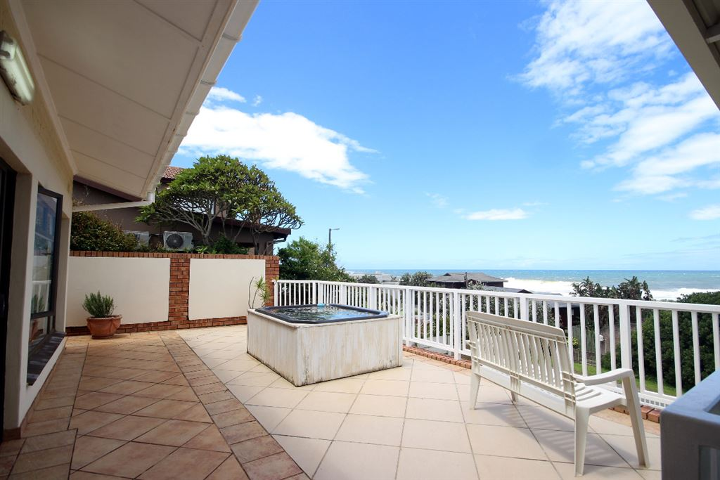 Patio off the main bedroom - jacuzzi and sea view