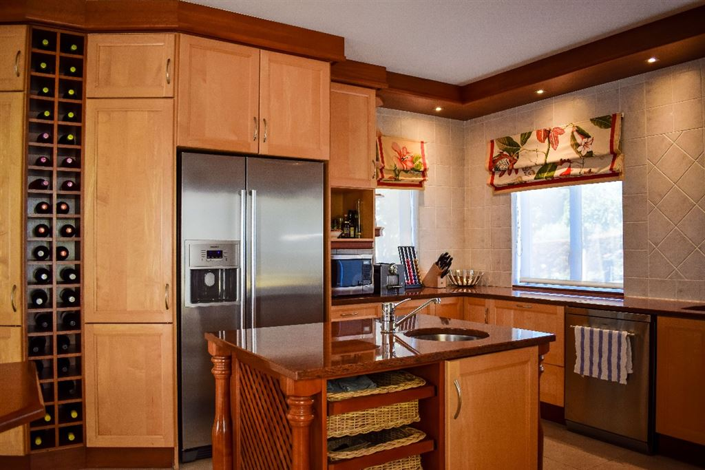 Large kitchen with modern fittings