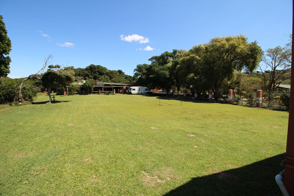 Open camping area between reception and the single units