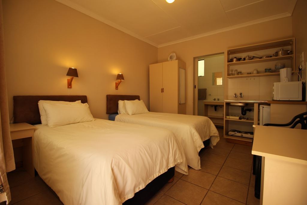 Single unit with en suite and kitchenette