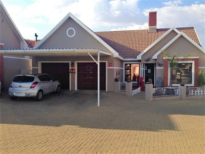Bloemfontein, Lilyvale Property    Houses For Sale Lilyvale, Lilyvale, Townhouse 3 bedrooms property for sale Price:1,474,000