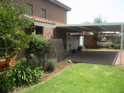 Property and Houses for sale in Reyno Ridge And Ext, Townhouse, 3 Bedrooms - ZAR 650,000