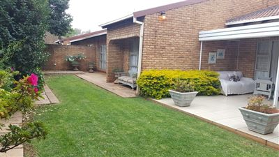 Property and Houses to rent in Klerksdorp (All), Townhouse, 2 Bedrooms - ZAR ,  8,00*,M