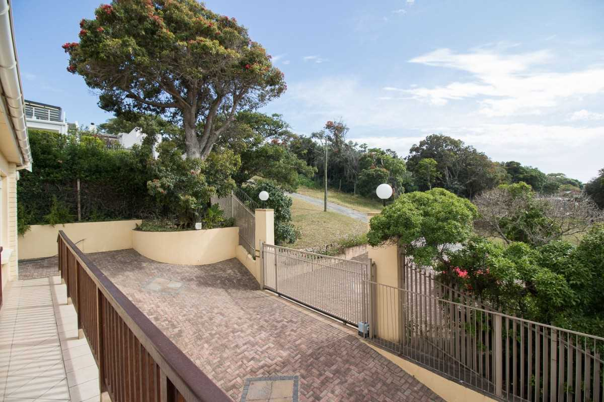 Double Storey Family Home with Flat For Sale In Port Alfred, entrance to the home from the street.