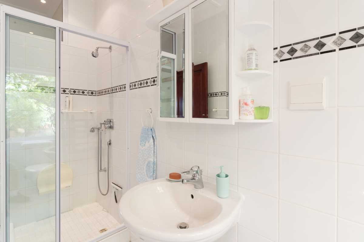 Double Storey Family Home with Flat For Sale In Port Alfred, second view of the main bathroom.