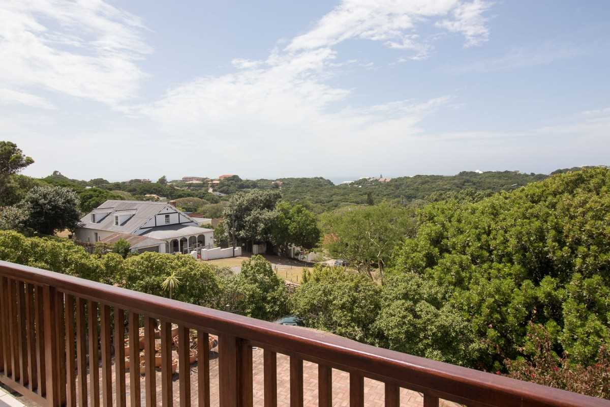 Double Storey Family Home with Flat For Sale In Port Alfred, distant sea views.