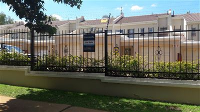 Property and Houses for sale in Hatfield, Townhouse, 3 Bedrooms - ZAR 2,050,000