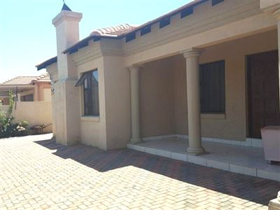 Property and Houses for sale in Doornpoort, House, 4 Bedrooms - ZAR 1,900,000