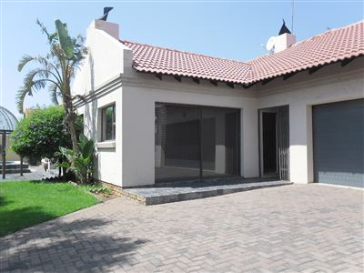 Property and Houses for sale in Reyno Ridge And Ext, House, 4 Bedrooms - ZAR 1,555,000