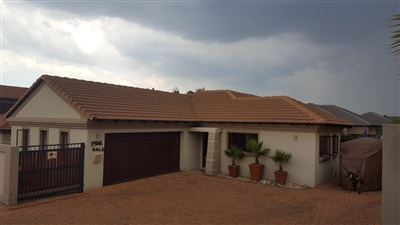 Property and Houses for sale in Thatchfield Estate, House, 3 Bedrooms - ZAR 1,850,000