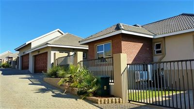 Bloemfontein, Lilyvale Property    Houses For Sale Lilyvale, Lilyvale, Townhouse 3 bedrooms property for sale Price:1,764,000