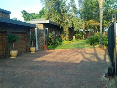 Property and Houses for sale in Weavind Park, House, 4 Bedrooms - ZAR 2,300,000