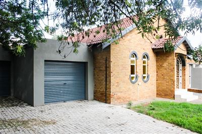 Bloemfontein, Fauna Property  | Houses For Sale Fauna, Fauna, House 3 bedrooms property for sale Price:980,000