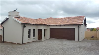 Property and Houses for sale in Thatchfield Estate, House, 3 Bedrooms - ZAR 1,830,000