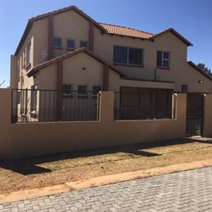 Property and Houses for sale in Kameeldrift West, House, 3 Bedrooms - ZAR 2,200,000
