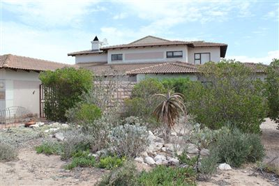Property and Houses for sale in Langebaan Country Estate, House, 4 Bedrooms - ZAR 3,500,000