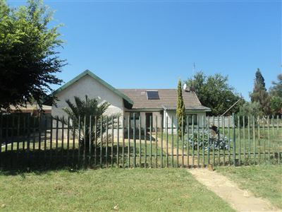 Property and Houses for sale in Vierfontein, House, 2 Bedrooms - ZAR 250,000