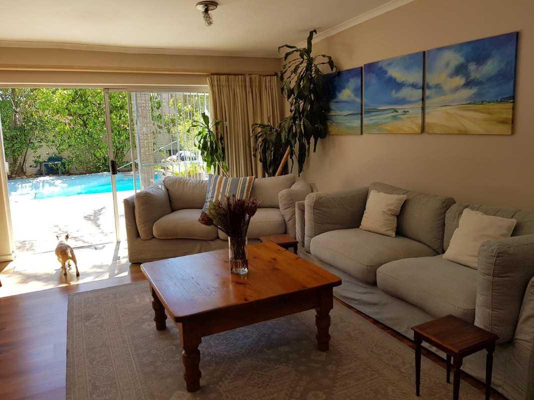 4 Beds, 4 Baths in Aurora, Durbanville