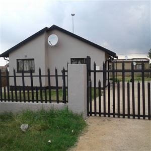 Property and Houses for sale in Vosloorus And Ext, House, 3 Bedrooms - ZAR 600,000