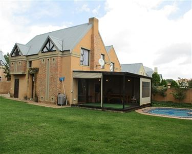 Property and Houses for sale in Equestria, House, 4 Bedrooms - ZAR 2,390,000