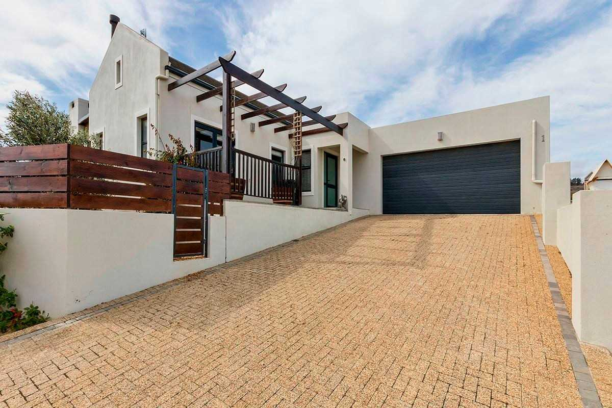 Spacious Family Home in Lifestyle Estate, Somerset West